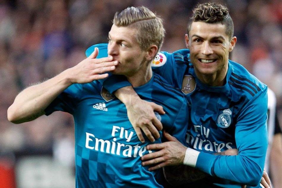 Die Saison läuft für Weltfußballer Cristiano Ronaldo (r) und Toni Kroos nicht wie erhofft.