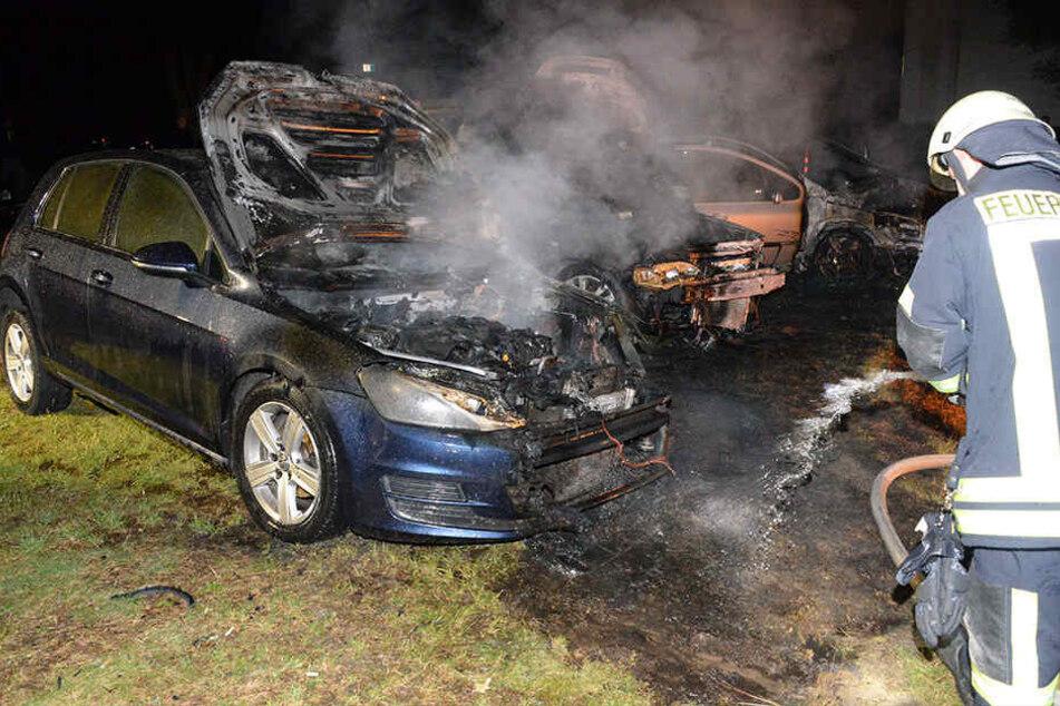 Schnell waren die drei brennenden Autos gelöscht.