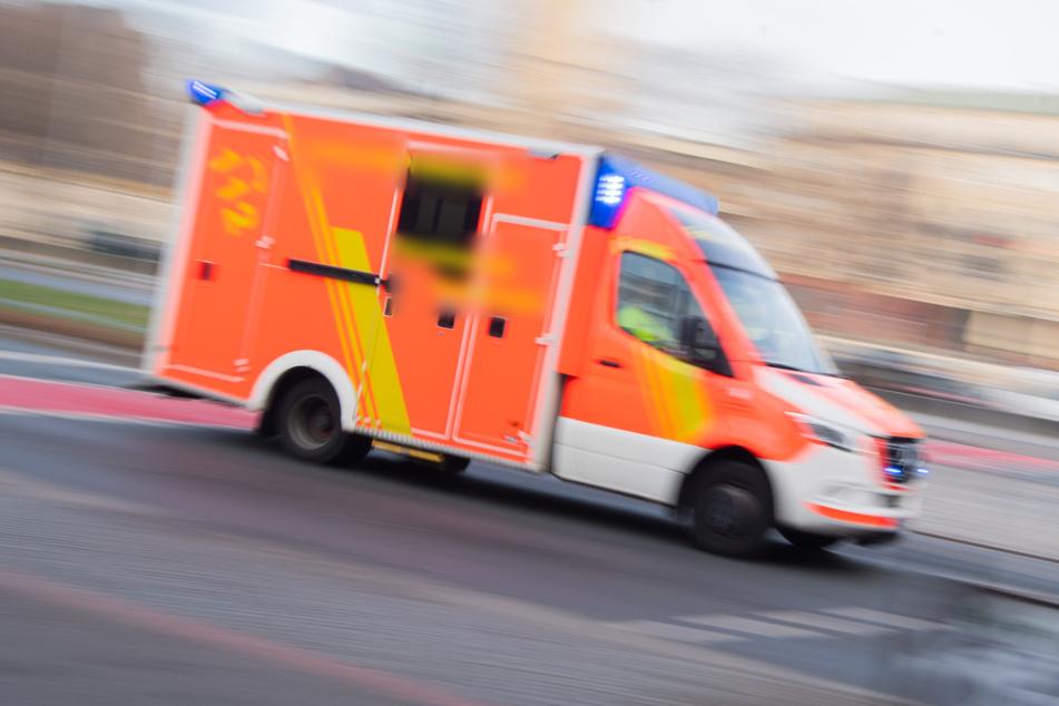 Der Fußgänger erlitt schwere Verletzungen (Symbolfoto).