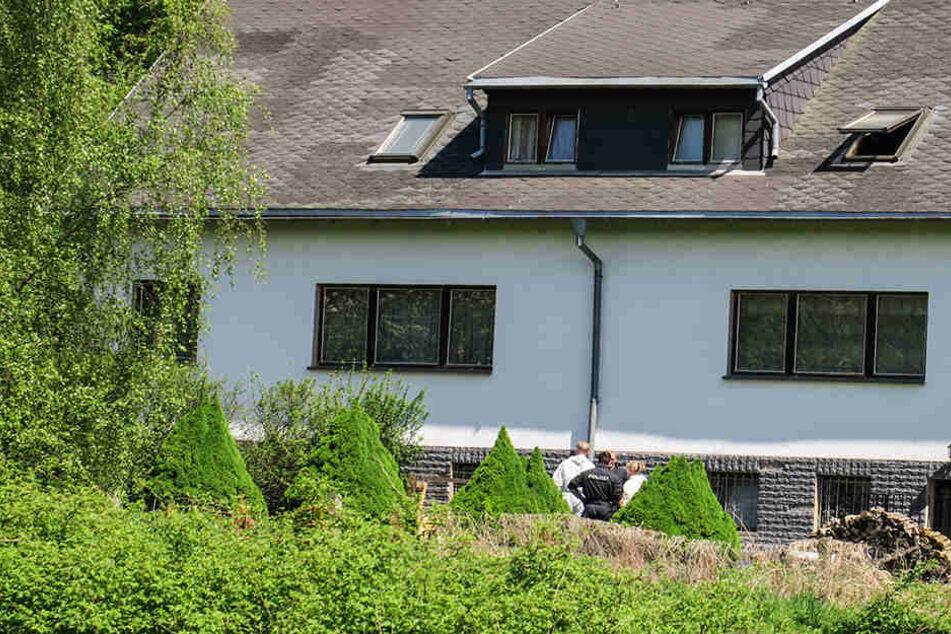 """Die Polizei fand im Haus """"viele Waffen und Munition""""."""