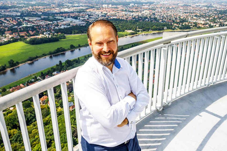 Michael Radomski (43), Chef der Uplink Network GmbH, nutzt UKW-Antennen auf dem Fernsehturm. Eine Kontrolle verbindet er mit dem Fernsehturm-Panorama.