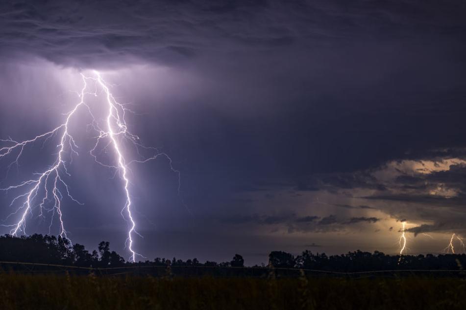 Gewitter ziehen am Donnerstag über Norddeutschland. Archivbild.