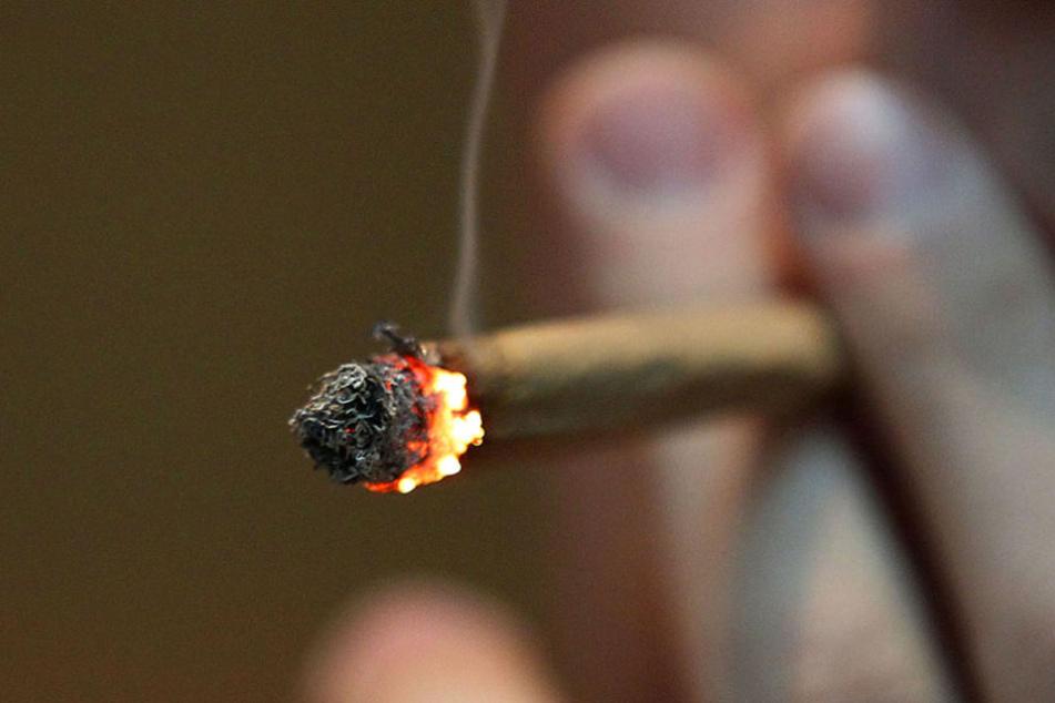 In dem Lokal wurde am helllichten Tag mit Marihuana und Haschisch gedealt. (Symbolbild)