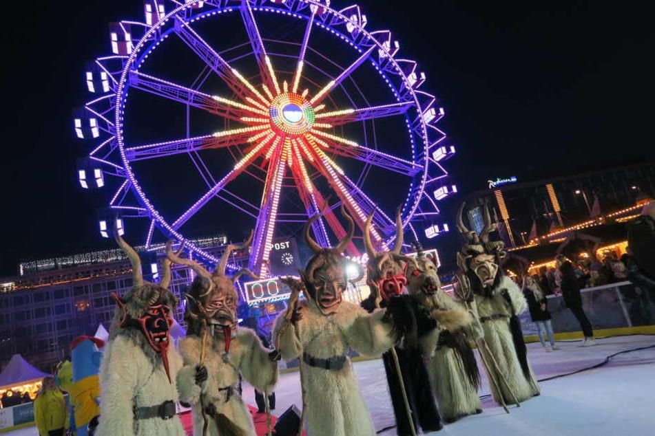 Bis zum 1. März können Besucher nun eine Runde über die Eisbahnen drehen, die Winterrutsche testen oder den Blick über die Stadt per Riesenrad genießen.