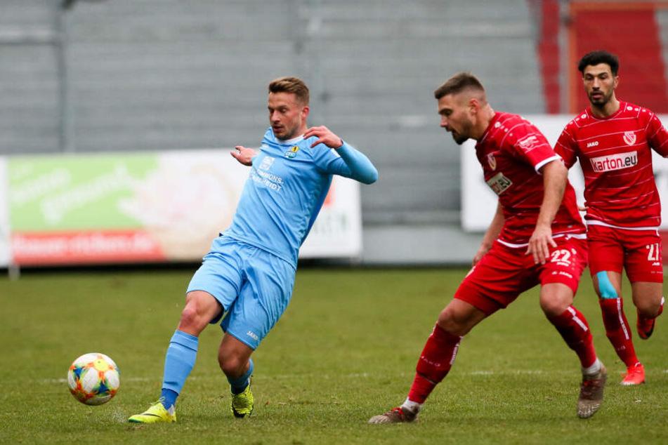 Maximilian Oesterhelweg (l., hier im Test gegen Cottbus) spielt beim CFC zur Probe vor.