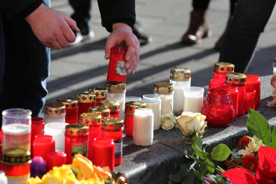 Die Tat von Augsburg sorgt für Fassungslosigkeit und Trauer - nicht nur vor Ort.