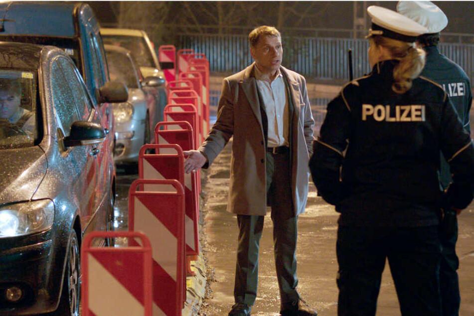 Kommissar Thorsten Lannert (Richy Müller) braucht für die Ermittlung im Stau die Unterstützung der Schutzpolizei.