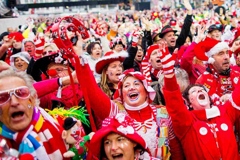 Der Straßenkarneval in Köln soll etwas mehr Ordnung bekommen.
