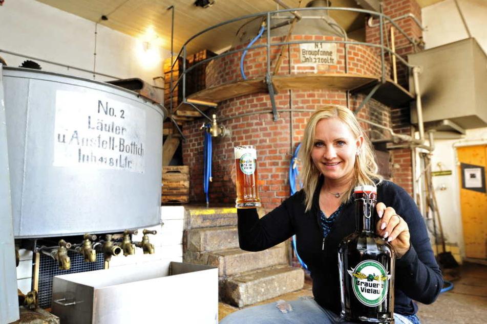 Petra Lorenz (42) hat alles gut im Griff - die Vielauerin brachte wieder  Leben in die Brauerei.