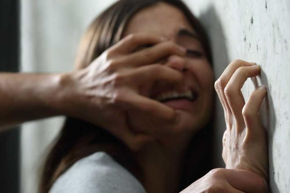Die 15-Jährige wurde von dem Straßenmusiker in einem leerstehendem Haus vergewaltigt.