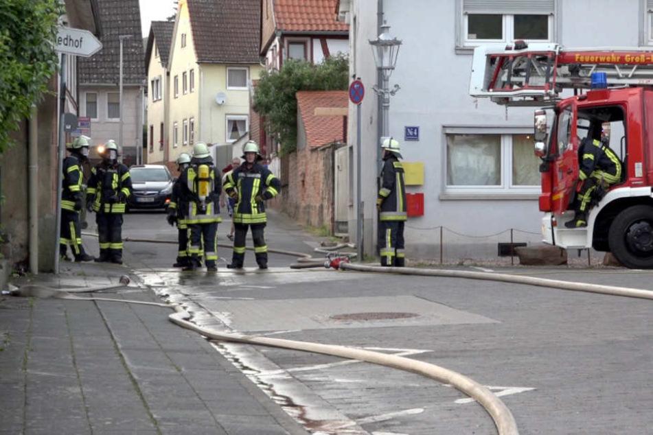 Feuer bricht in Flüchtlingsheim aus: neun Verletzte!