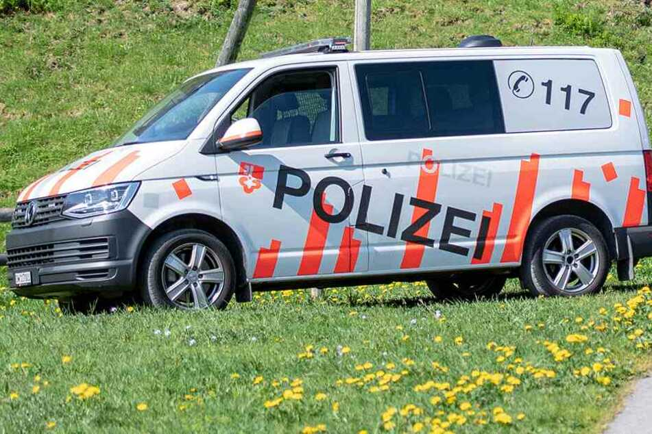 Die Polizei fand die Leiche vor Ort (Symbolbild).