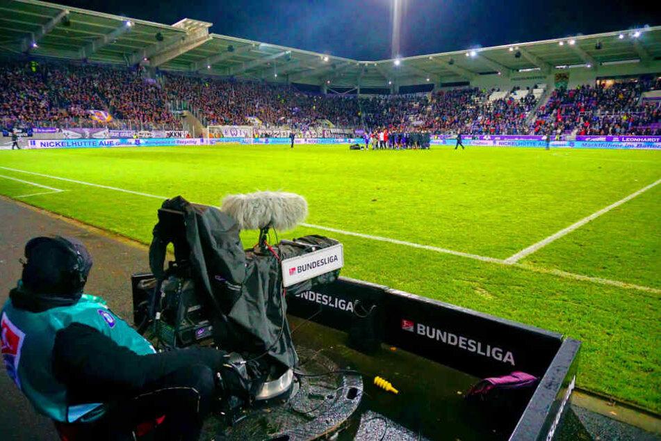 Fußball ohne TV ist nicht mehr vorstell- und finanzierbar. Auch bei den Auern machen die TV-Gelder einen großen Teil des Etats aus. In dieser Saison kassierte der FCE mehr als sieben Millionen Euro.