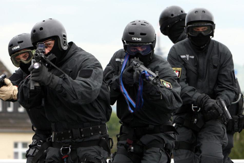 Spezialkräfte konnten den Täter festnehmen. (Symbolbild)