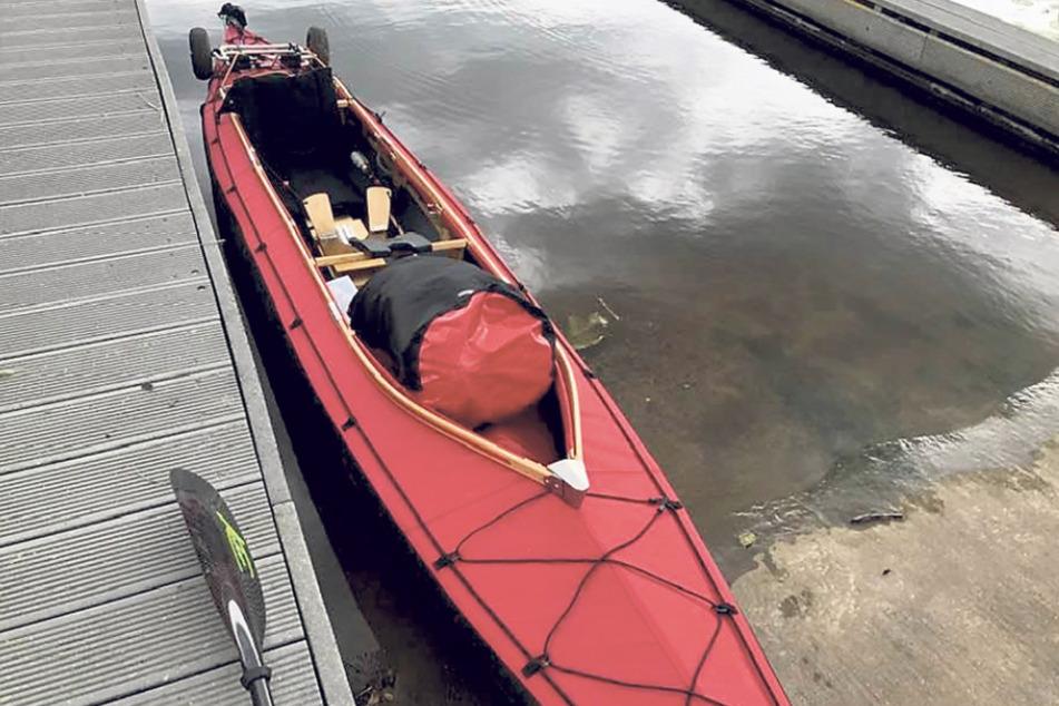 Der Aufbau hat geklappt, das Faltboot liegt startklar im Wasser.