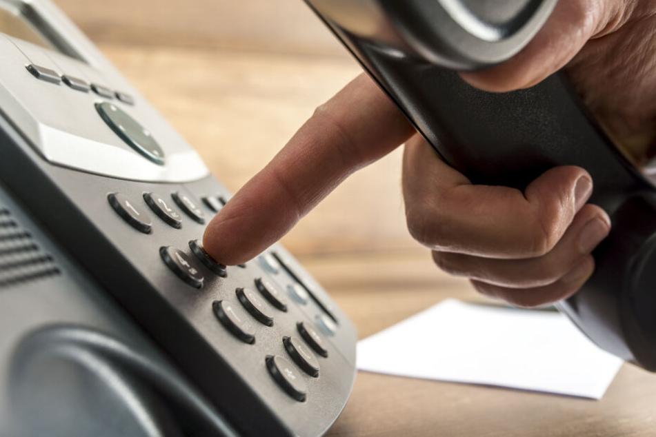 Die Polizei hörte am Telefon mit. (Symbolbild)