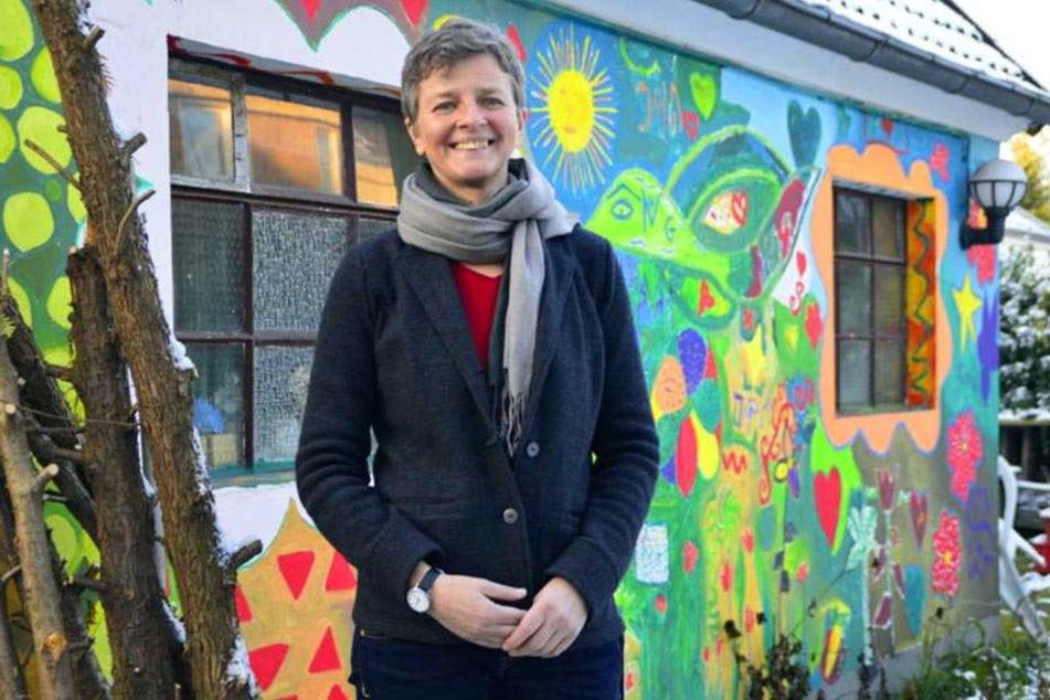 """Das """"Porto Amal"""" ist farbenfroh und soll den Mädchen Schutz bieten. Johanna Kurth ist die Leiterin des Hauses."""