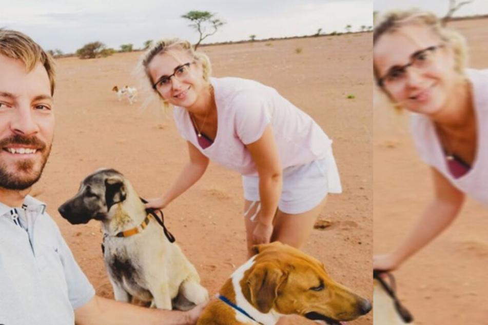 """Das """"Bauer sucht Frau""""-Traumpaar Anna und Gerald Heiser mit seinen Hunden auf der Farm in Namibia."""