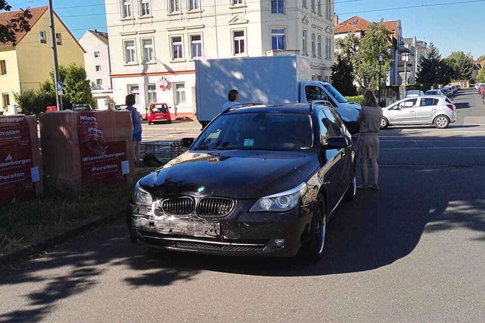 Der BMW-Fahrer blieb bei dem Unfall unverletzt.