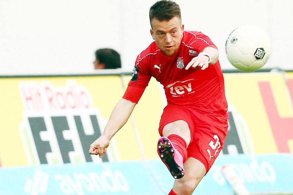 FSV-Flankengott Patrick Göbel bringt den Ball maßgerecht nach innen.