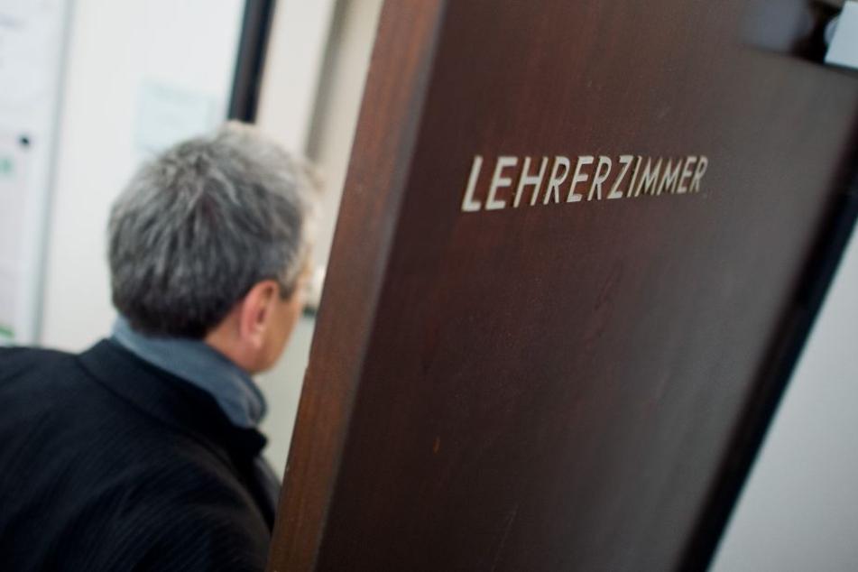 Der Lehrerverband wehrt sich gegen die Einflussnahme der AfD an Thüringer Schulen. (Symbolbild)