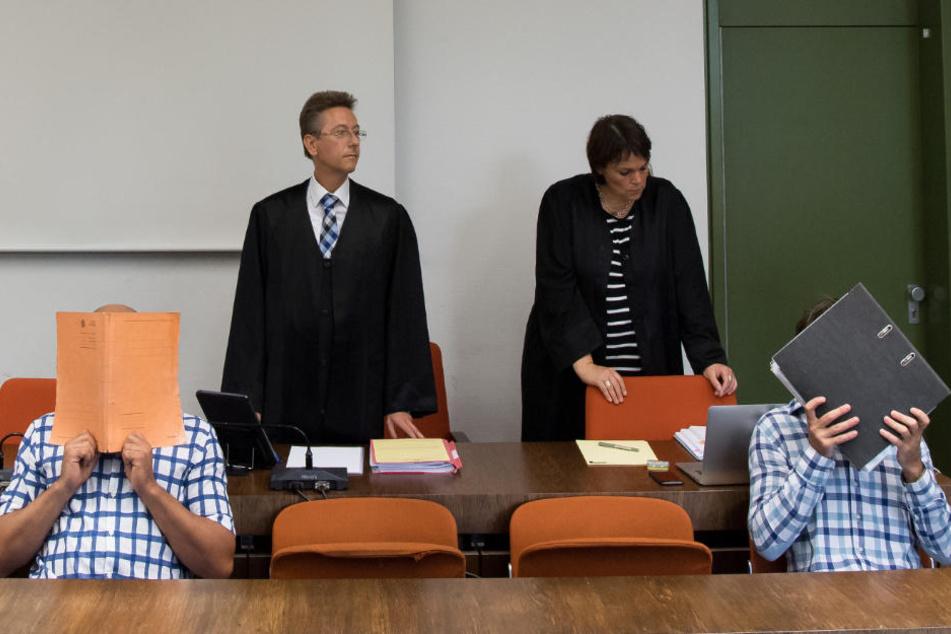 Die zwei Angeklagten haben die Taten zum Prozessauftakt gestanden.
