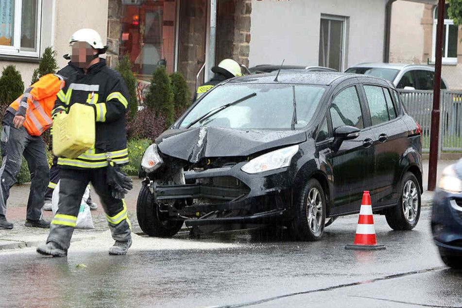 Die Fahrerin des Ford wurde bei dem Unfall leicht verletzt.