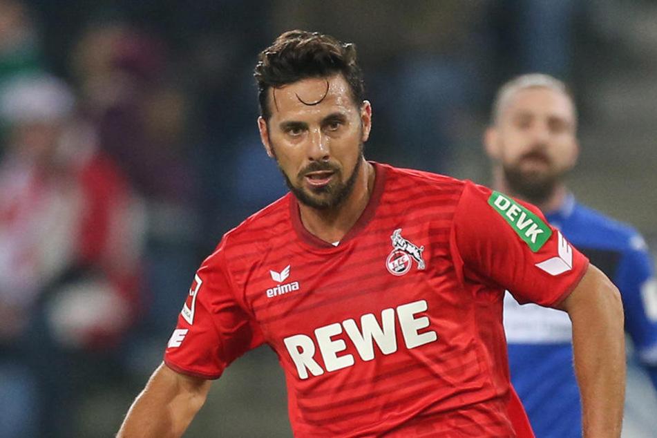 Die Hoffnung stirbt zuletzt: Fußballprofi Claudio Pizarro will mit dem 1. FC Köln noch auf Platz 16 der Liga stürmen.