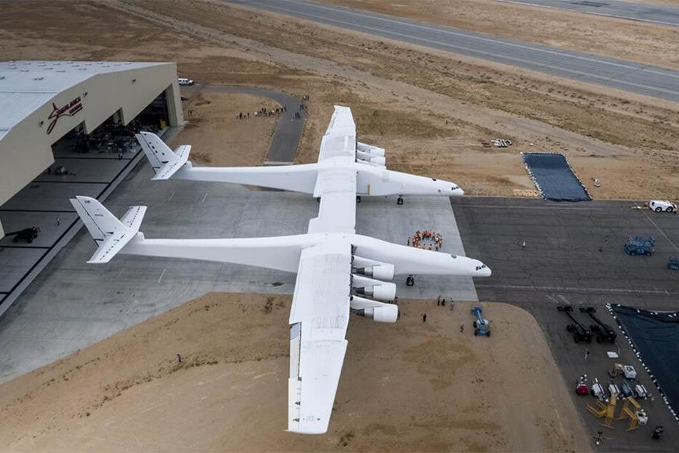 """Das von Scaled Composites gebaute Flugzeug wird """"Roc"""" genannt."""
