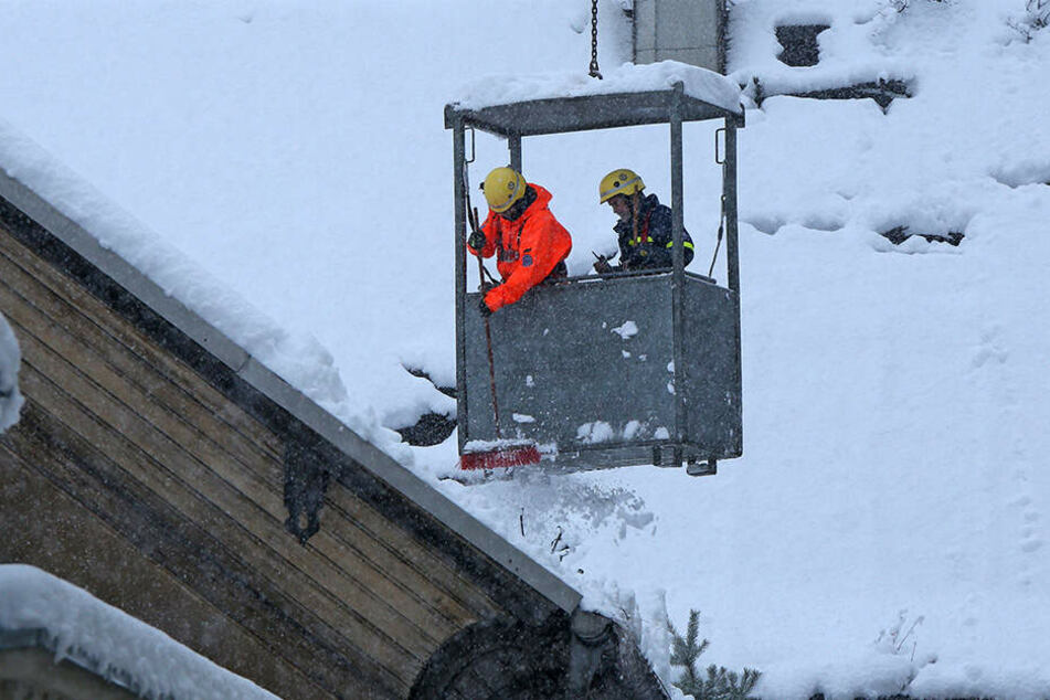 Das THW kämpfte am Sonntag pausenlos mit dem Schnee.