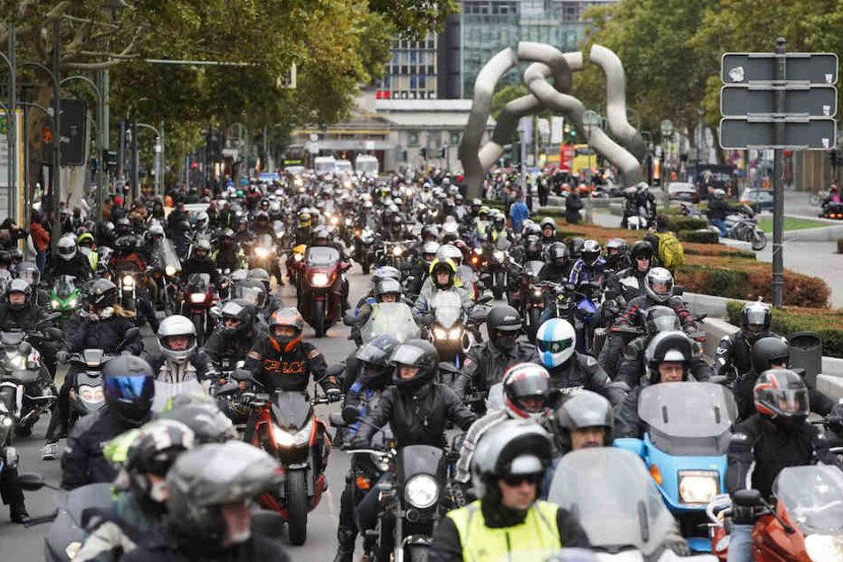 800 Biker bei Gedenkfahrt für tödlich verunglückte Motorradfahrer
