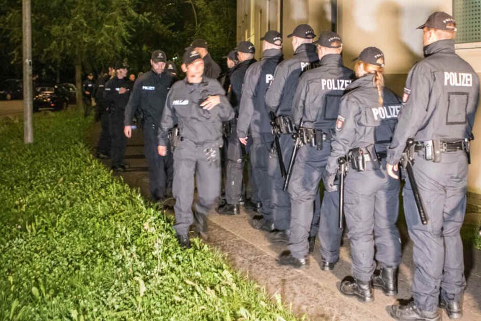 Ein Großaufgebot der Polizei rückte zur Fahndung nach den Tätern an.