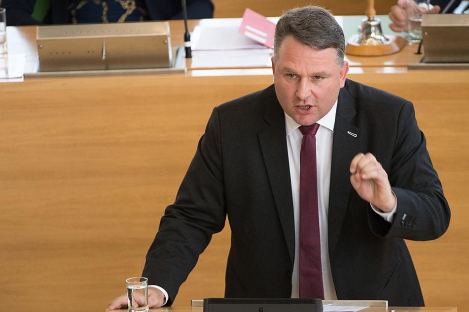 Christian Hartmann will die Körper-Kameras für Polizisten doch noch ins Gesetz bringen. Ebenso Online-Durchsuchung und Quellen-TKÜ.