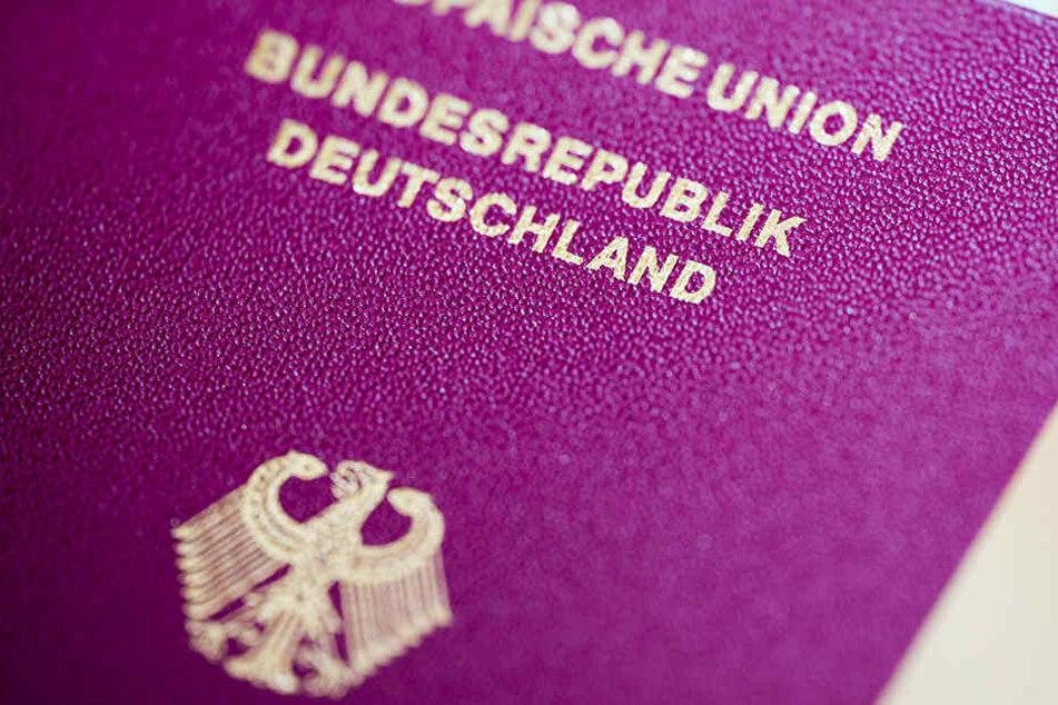 """Sogenannte """"Reichsbürger"""" lehnen die Bundesrepublik Deutschland als Staat ab."""