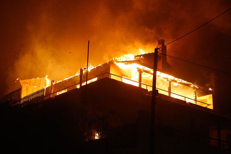 Nach der Gräueltat steckte der 39-Jährige das Haus in der US-amerikanischen Großstadt Henderson in Brand. (Symbolbild)