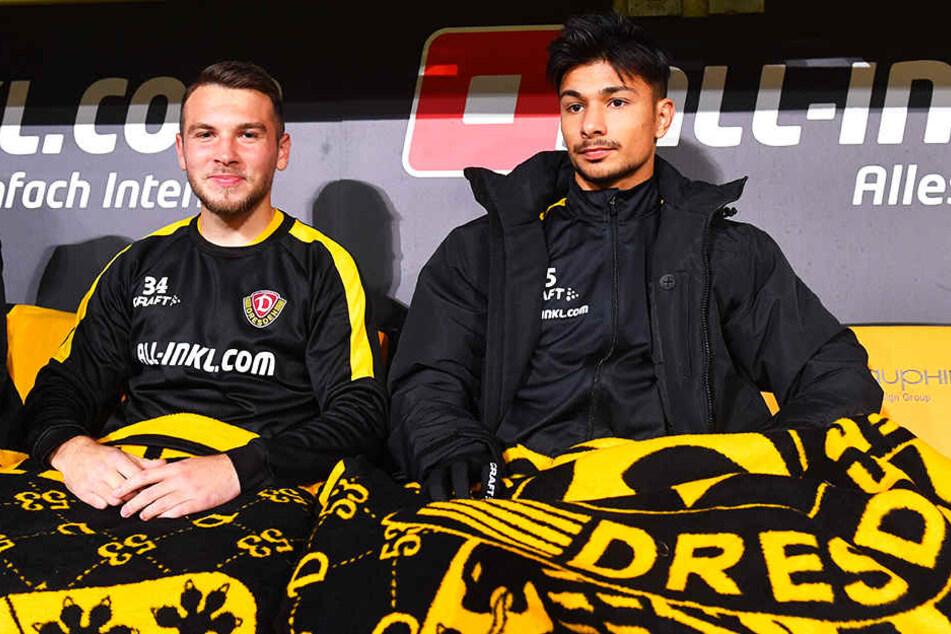 Talent Justin Löwe (l.), hier neben Osman Atilgan, saß gegen Sandhausen vorerst auf der Bank, durfte in der Nachspielzeit mit aufs Feld.