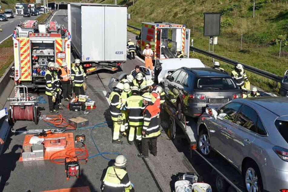 Auf der Autobahn 99 bei München ist es zu einem schweren Unfall gekommen.