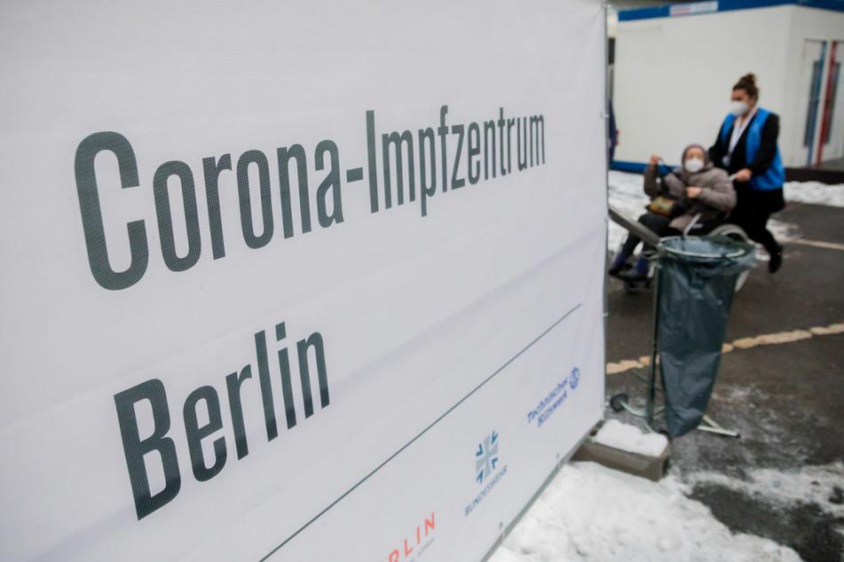 Das Impfzentrum im Erika-Heß-Eisstadion in Berlin. Das Impfen soll nach Aussage von Michael Müller eine entscheidende Rolle bei einer Rückkehr zur Normalität spielen.
