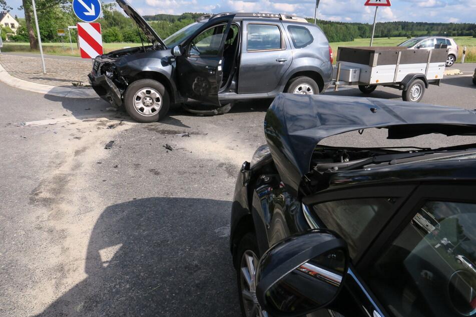 Unfall im Erzgebirge: Ford und Dacia krachen zusammen