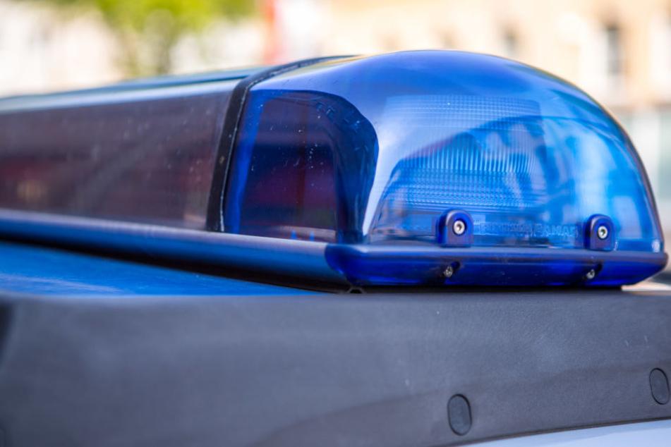 Anwohner riefen am frühen Sonntagmorgen die Polizei zu einem Grundstück in Großzschocher (Symbolbild).