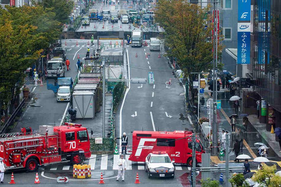 Im Süden Japans ist eine Straße eingestürzt.