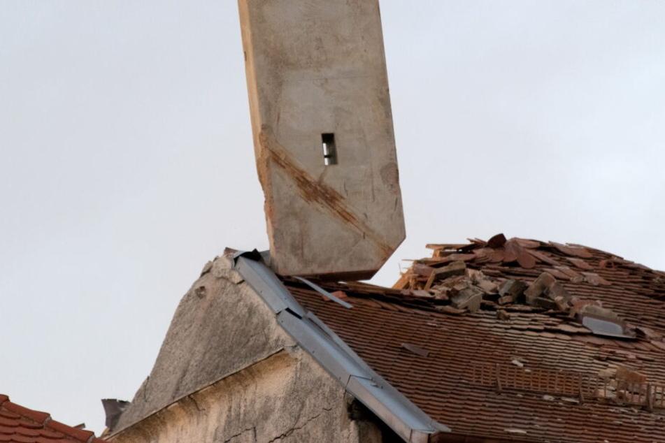 Acht Wohnhäuser in der Umgebung mussten durch die Polizei geräumt werden, die Bewohner kamen in Notunterkünfte.