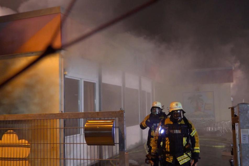 Als die Feuerwehr eintraf, war der Kindergarten bereits schwer beschädigt.