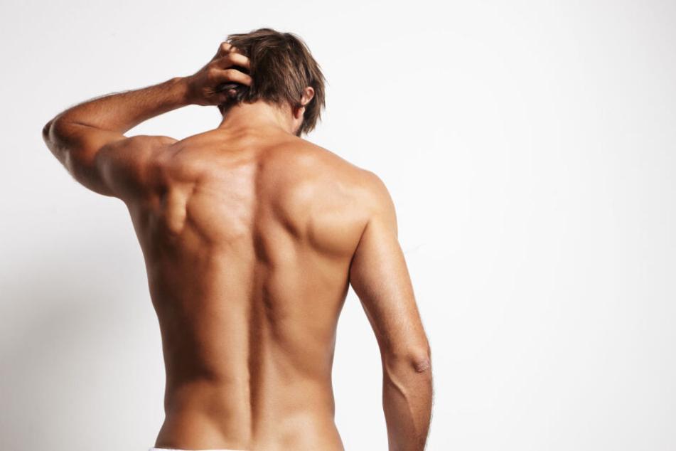 Von einem 60-Jährigen forderte der nackte Mann mehrere Kleidungsstücke ein (Symbolbild).