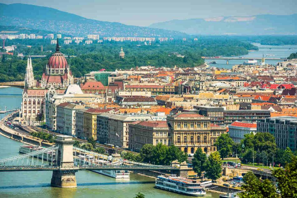 Aussicht auf Donau und Budapest in der Tageszeit. (Symbolbild)