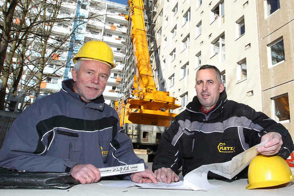 Siegfried Pletz (65), Senior-Chef der Fassaden-Pletz GmbH, kann nicht auf Bauingenieur Xhevdet Ibrahimi (46) verzichten - doch er hat keine Wahl.