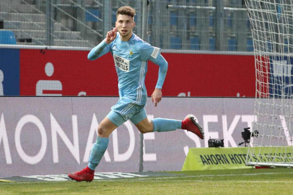 Kein Verkauf! Tom Baumgart, der hier nach einem Treffer im Spiel gegen den SV Wehen Wiesbaden jubelt, wird auch in der Regionalliga für den Chemnitzer FC auf Torejagd gehen.