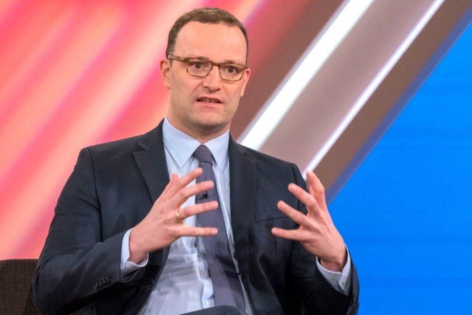 Obwohl er selbst kinderlos ist, will Gesundheitsminister Jens Spahn (38, CDU) Kinderlose mehr zur Kasse bitten.