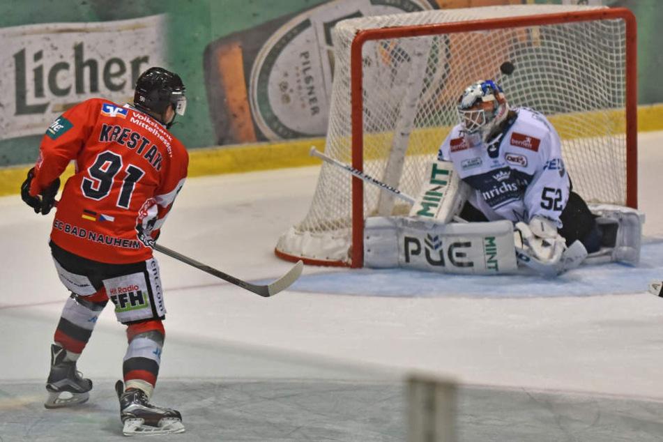 Hier trifft Radek Krestan zum 1:0 für Bad Nauheim.