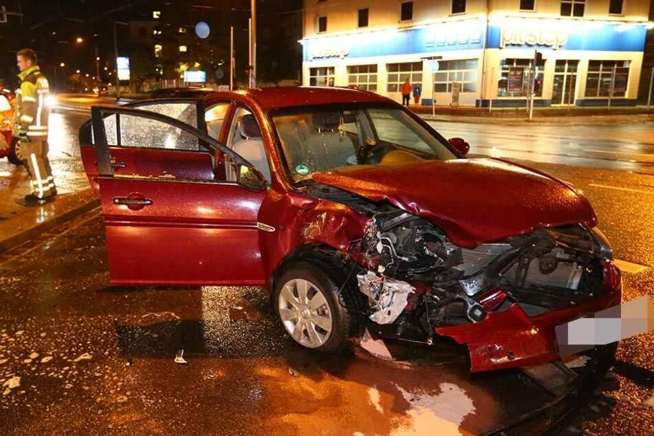 Sowohl am Hyundai als auch am VW entstand hoher Sachschaden.